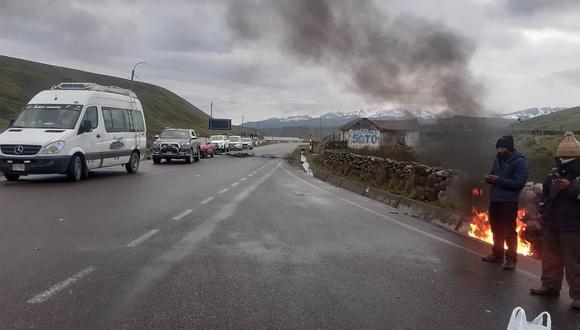 Carretera Interoceánica continua bloqueada en Carabaya. (Foto: Juan Choquetocro)
