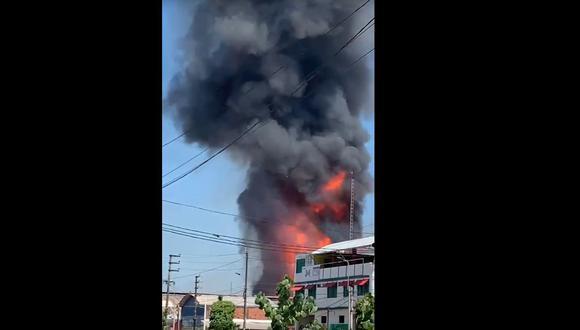 Alarma en Pucallpa por incendio en planta envasadora de gas. (Captura: Twitter)