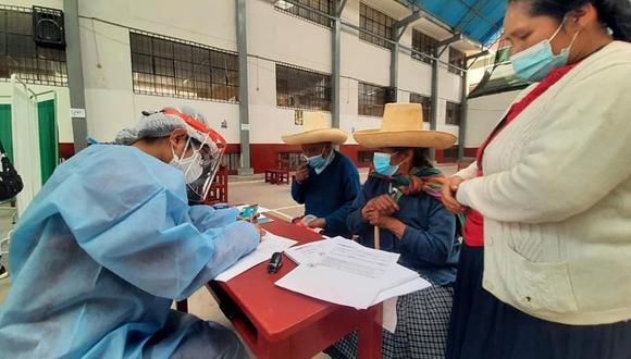 Este viernes 9 concluirá la vacunación de adultos mayores con las primeras 1,170 dosis destinados a la población del SIS en Cajamarca. (Foto: Diresa)