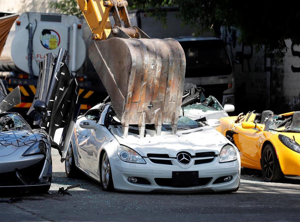 Impactantes imágenes dejaron en shock a los aficionados a los autos de lujo. (Foto: EFE/EPA/FRANCIS R. MALASIG)