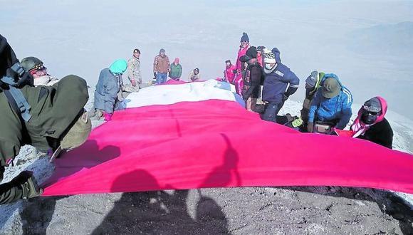 Llegaron a la cima del volcán arequipeño. (Foto: Cortesía Club de andinismo)