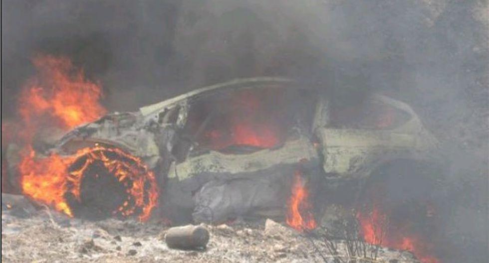 Tras colisión, chofer muere calcinado al interior de vehículo