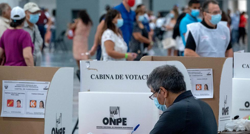 La Oficina Nacional de Procesos Electorales (ONPE) precisó que hasta el momento se ha contabilizado el 91,628% de las actas  procedentes del extranjero. (Foto: Cristobal Herrera / EFE)