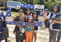 Superhéroes capacitan a electores en Tacna