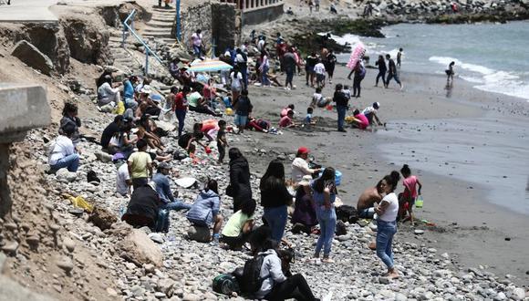 Pilar Mazzetti señala que las playas se han convertido en un lugar de riesgo debido a que no se respeta la distancia social.