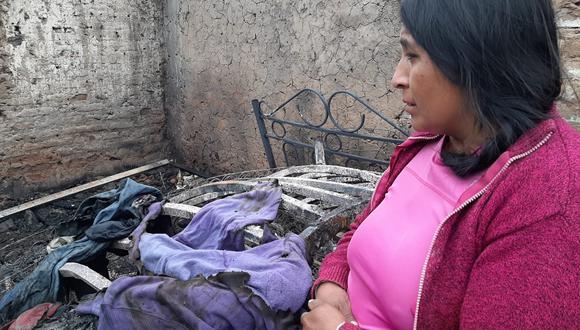 Facinerosos arrojaron dos bombas caseras y también realizaron disparos. En siniestro, familia, pierde dos mototaxis y 18 mil soles que retiraron de una entidad bancaria para comprar una casa. (Foto: Jonathan Cruz)