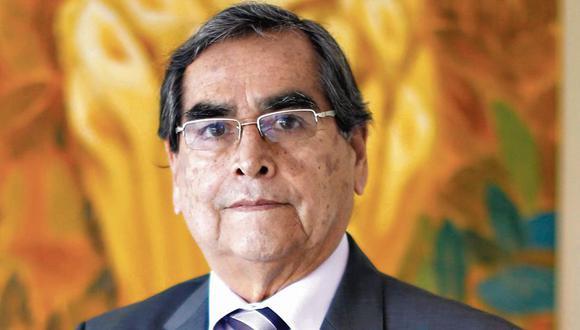 El nuevo ministro de Salud, Óscar Ugarte, saludó la llegada de las 700 mil dosis de la vacuna contra el coronavirus y, además, indicó que con esta dosis también empezará a vacunar a la Policía Nacional del Perú (PNP) y al Ejército. (USI)