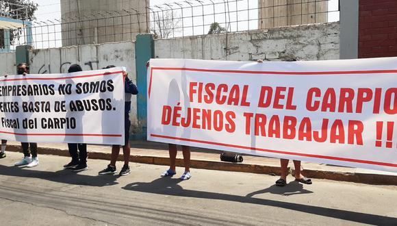 Protesta. Trabajadores de los locales de diversión realizaron plantón en la sede de la Fiscalía.