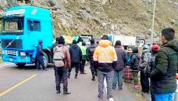 El conductor del camión fue detenido por los efectivos policiales. (Foto: Difusión)