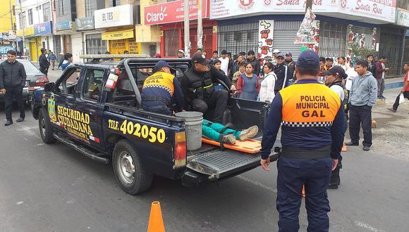 Radiotaxi atropella a menor en avenida cerca al mercado Santa Rosa