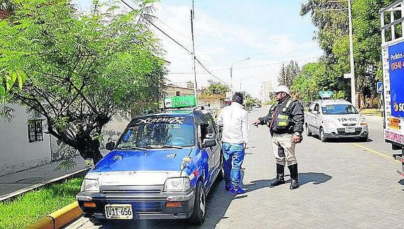Decomisan casquetes a taxistas por inducir a confusión a los usuarios