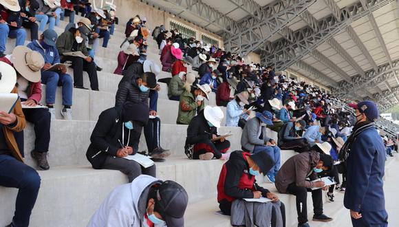 Examen de admisión se desarrolló en el estadio de la primera casa superior de estudios de la UNA Puno Foto: UNA