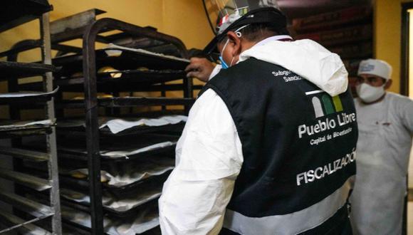 Los inspectores hallaron cucarachas, mosquitos, arañas y telarañas en algunas panaderías de Pueblo Libre. (Difusión)
