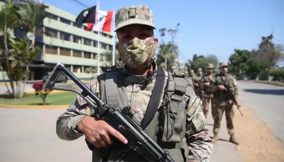 El integrante del Ejército del Perú quebró su voz al recordar a su padre que lo abandonó.   Foto: Captura de pantalla.