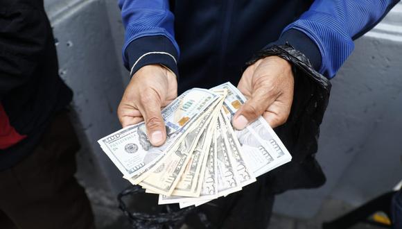 Especialista señala que, hoy, la moneda norteamericana podría pasar la barrera de los S/4 si Castillo es elegido presidente.   (Eduardo Cavero / @photo.gec)