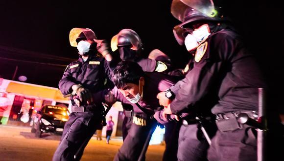 Detuvieron la noche del miércoles a manifestantes en el km 16 de Arequipa| Foto: Diego Ramos