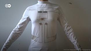 Conoce el traje que genera energía a través de la fricción y el sudor