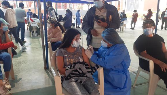 Desde el domingo los padres llevan a sus hijos a inocularse con el antígeno. (Foto: Correo)