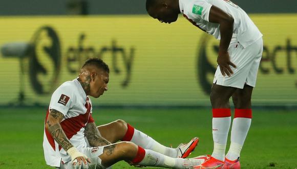 Lesión en la rodilla aqueja a Paolo Guerrero. (Foto: AFP)