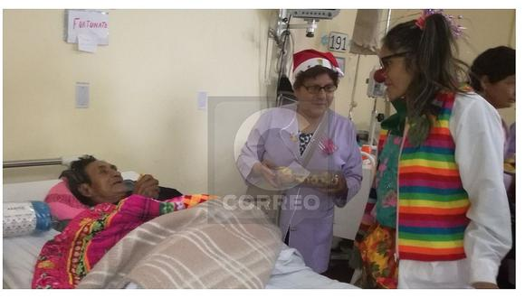 Adelantan Navidad a enfermos de hospital Carrión y les llevan regalos