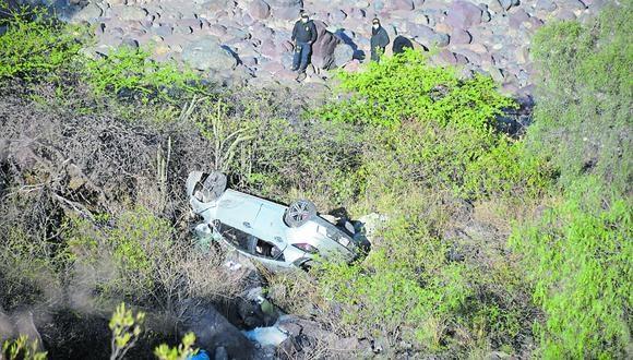 Ayacucho: hasta el lugar del siniestro llegó el representante del Ministerio para autorizar el levantamiento del cadáver, mientras que la Policía inició las pesquisas para determinar las causas del accidente. (Foto: PNP)