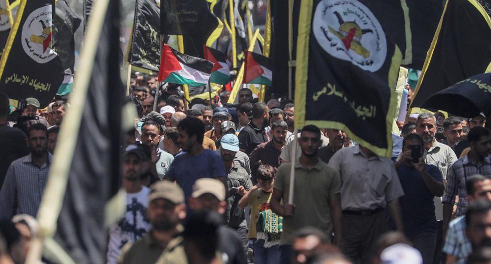 Los palestinos asisten a una protesta contra el acuerdo para establecer relaciones diplomáticas entre Israel y los Emiratos Árabes Unidos en el este de la ciudad de Gaza. (EFE/EPA/MOHAMMED SABER).