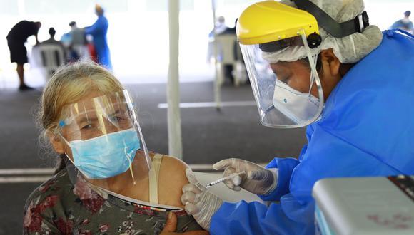 Los inspectores de Susalud vienen recorriendo centros de vacunación de manera inopinada. (Foto: Archivo GEC)