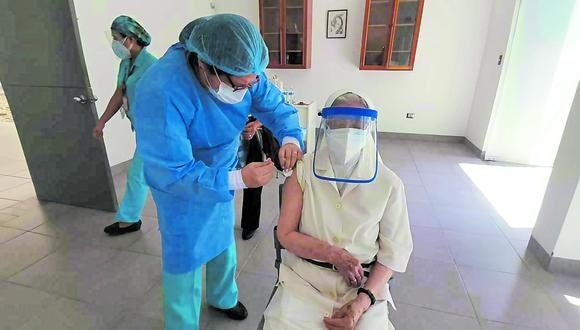 Hubo lentitud en la llegada de la vacuna del laboratorio Pfizer a los locales de vacunación, en el distrito de Castilla.