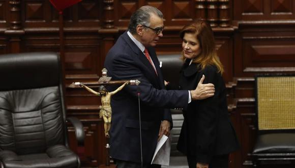 El vocero de la bancada del Frente Amplio indicó que presentarán una denuncia constitucional contra Mercedes Araoz.