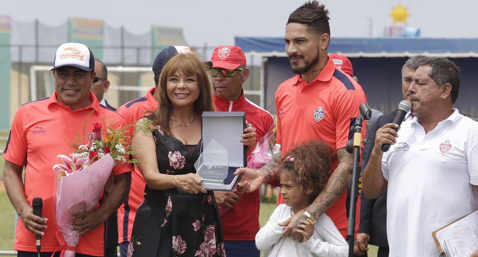 Midis distingue a Paolo Guerrero como embajador contra la anemia