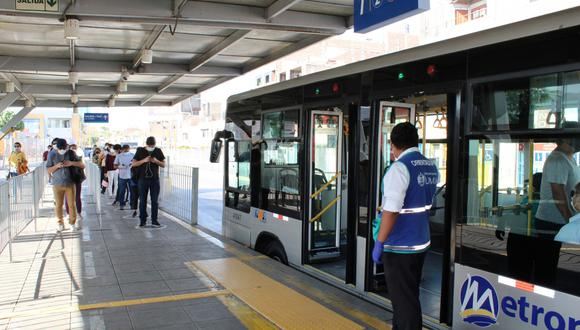 El Metropolitano funciona con un aforo reducido como medida para evitar contagios de COVID-19 en los buses. (GEC)