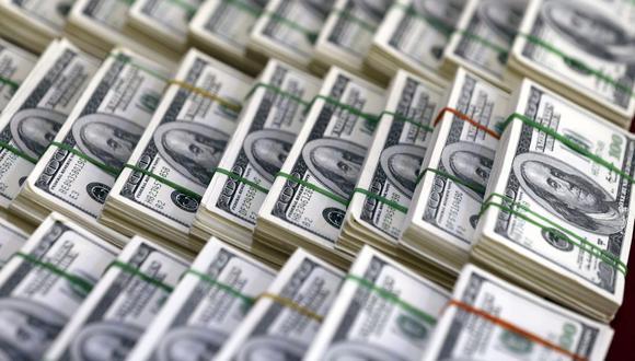En el mercado paralelo o casas de cambio de Lima, el tipo de cambio se cotizaba a S/ 3.890 la compra y S/ 3.950 la venta de cada billete verde. (Foto: EFE)