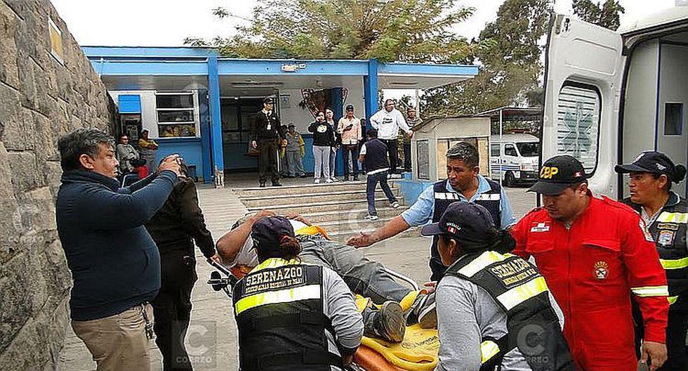 Dos fallecidos y seis heridos por despiste de minivan en la vía a Matarani