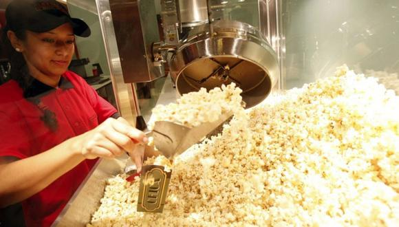 Usuarios de redes sociales han reportado que algunos locales ya están permitiendo el ingreso de alimentos a las salas donde se proyectan las películas.
