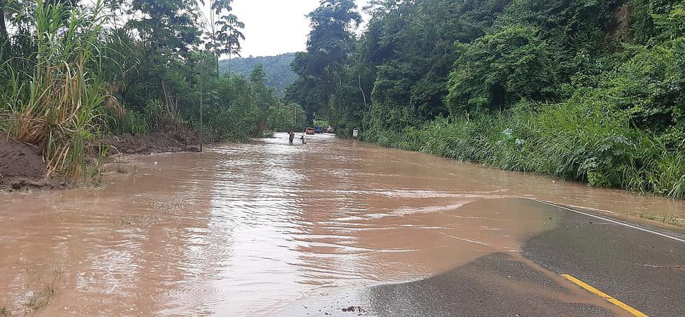 Desborde del río Perené inunda dos tramos de la carretera marginal (VIDEO)
