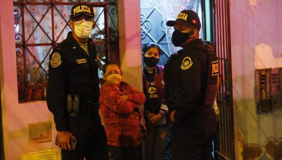 Ángel de Juárez, de 53 años, realizaba su trabajo de vigilancia cuando fue atacado por estos sujetos, quienes sin piedad le dispararon a quemarropa en el estómago. (Foto: César Grados/@photo.gec)