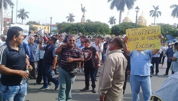 Taxistas se movilizan para lograr se apruebe la libre desafiliación (VIDEO)