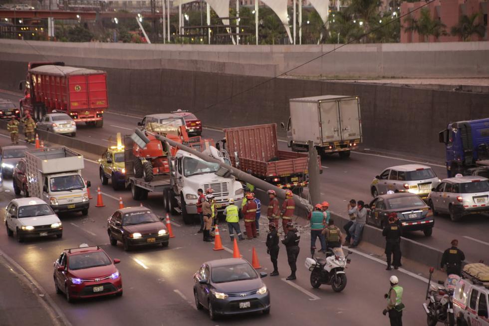 Accidente vehicular en vía Evitamiento a la altura del puente Trujillo. Fotos: Cesar Zamalloa