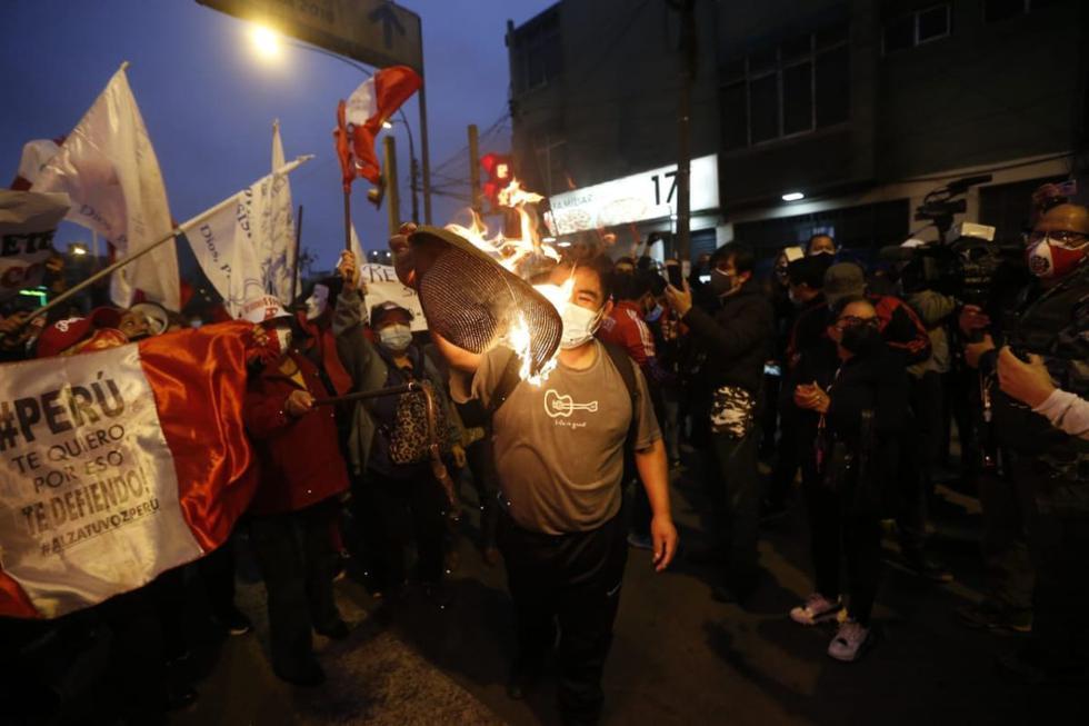 La marcha se desarrolló con la participación de numerosos ciudadanos que rechazan el gobierno de Pedro Castillo y sus actuales ministros.