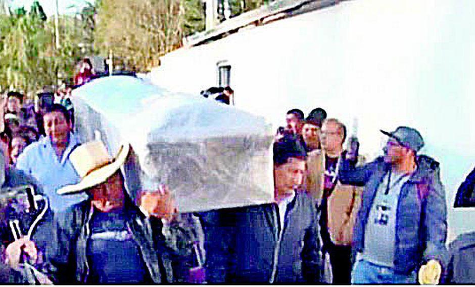 Multitud recibió restos de Marisol Estela Alba en Cajamarca