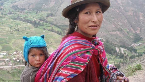 Lliclla: origen del colorido manto de las madres peruanas que cargan vidas