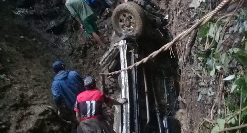 Huaico sepulta camioneta  y un profesor muere