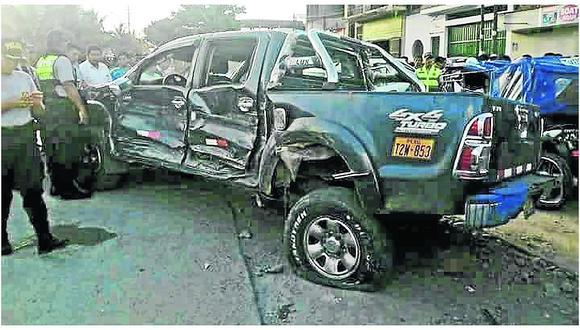 Taxista cobraba pasajes en la vía y muere embestido por camioneta en triple choque