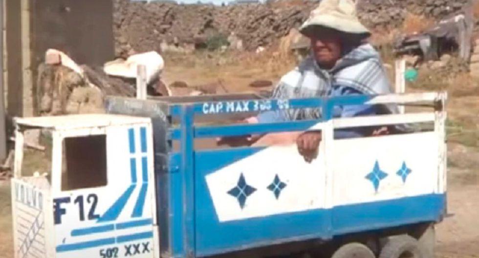 Abuelita utiliza camión de juguete como silla de ruedas para ir a cobrar bono por coronavirus
