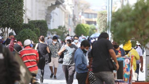 La población arequipeña continúa con sus actividades tomando las precauciones. (Foto: Correo)