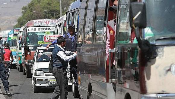 Pasajeros ya no podrán viajar de pie o ingerir alientos dentro del bus