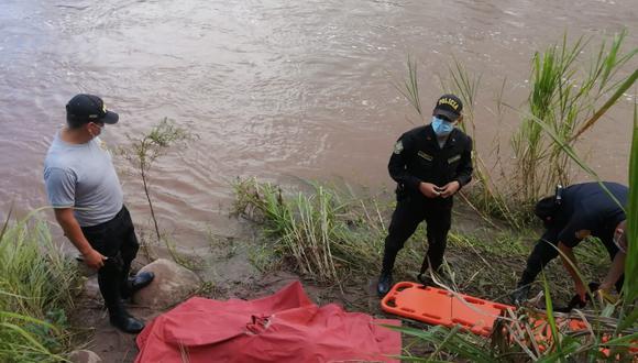 Policías llegaron y trasladaron el cadáver (Foto: PNP)