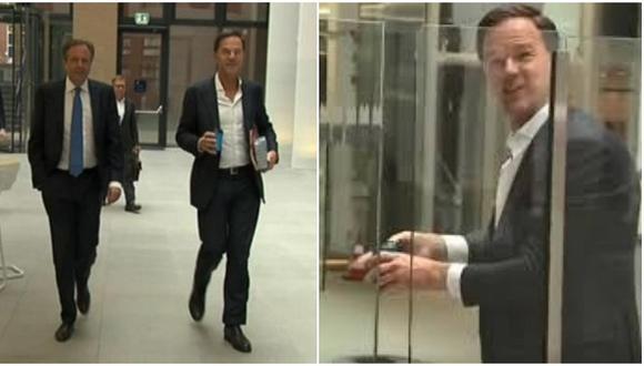 Primer ministro de Holanda sorprende por reacción tras derramar café (VIDEO)