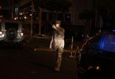 La Victoria: alcalde George Forsyth encabeza caravana de desinfección vestido de militar