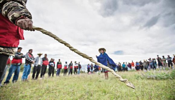 Las rondas campesinas usan chicotes y látigos frente a la delincuencia en el interior del país. (GEC)